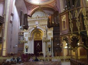 jewish-synagogue-interior