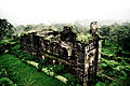 120px-A_monument_inside_Daulatabad_Fort